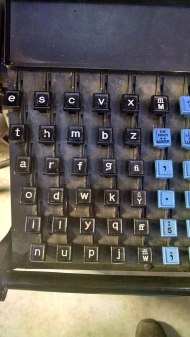 800px-Linotype_keyboard,_showing__etaoin_shrdlu__key_pattern