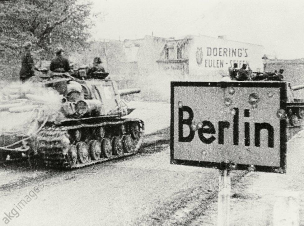 Kampf um Berlin/sowjet.Panzer/Stadtgrenz - Soviet tanks / Berlin / 1945 - Combats ‡ Berlin/ Chars soviÈt. ‡ Berlin